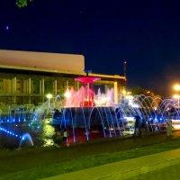 Цвет и музыка фонтана на Театральной пл.Ростова-на-Дону... :: Тамара (st.tamara)