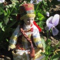 Кукла с цветком :: Дмитрий Никитин