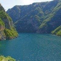 Озеро в горах :: Михаил Рогожин