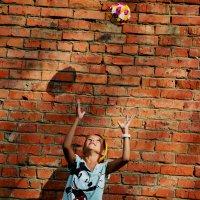 Юная красавица и мяч :: Виктория Белова