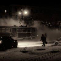 Зима, трамвай, пешеход. :: Виктор Иванович
