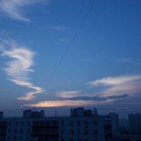 Облако-завитушка на рассвете :: Валерий