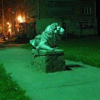 Ночь, улица, фонари и лев. :: Виктор Пермяков