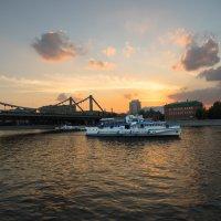 вечернее небо у крымского моста :: Александр Шурпаков