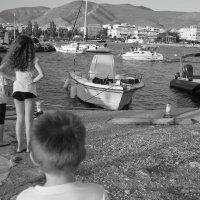 Все внимание на проплывающую лодку! :: Оля Богданович