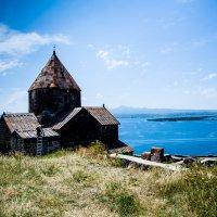 На озере Севан 3 :: Александр Мосс