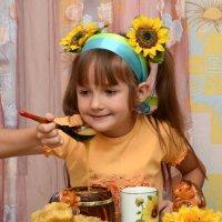 девочка с медом :: Олеся Ханина