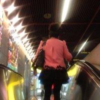 Шанхайская модница в метро :: Лариса Журавлева