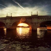 Вечерняя Сена...Париж! :: Александр Вивчарик