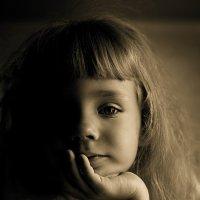 Какая сила в ее взгляде! Будто перед нами вовсе не девочка неполных 5ти лет! :: Наталья Корнилова