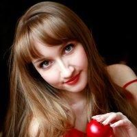 Девушка с яблоками :: Анастасия Осипова