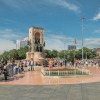 Площадь Таксим. Монумент «Республика». :: Анатолий Щербак