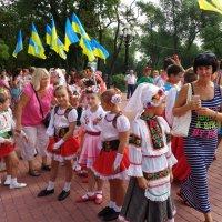 Праздничный взгляд на украинок... :: Алекс Аро Аро