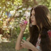 Девушка в парке :: Dmitriy Predybailo
