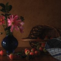 Натюрморт с яблоками и космеями :: Natalia Furina