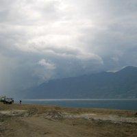Телецкое озеро  нас встретило грозой. :: Любовь Иванова