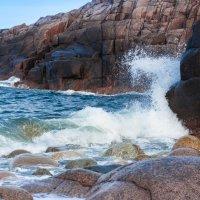 Скалистый берег Баренцева моря :: Sergey