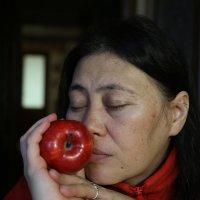 яблочная дева 2 :: Михаил Зобов