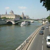 Париж. Набережная р. Сена :: Надежда