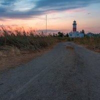 Дорога к маяку :: Artem Zelenyuk