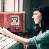 Со старым радиоприёмником.... :: игорь козельцев