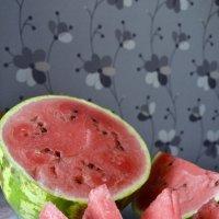 Полосатый арбуз очень сладкий на вкус :: Ольга Ознобишина