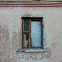 Окно в заброшенном доме :: Галина Бобкина