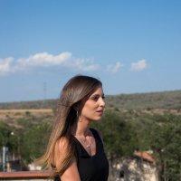 Девушка на балконе своего дома. :: Мария Собко