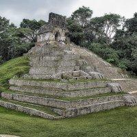 Мексика. Пирамиды Паленке (эта - с одним из знаменитых барельефов инопланетянина) :: Андрей Левин