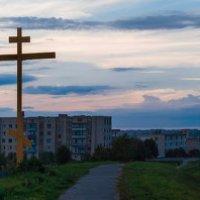 Сгущались тучи на закате И поглощали город тьмой :: Анатолий Клепешнёв