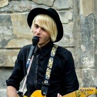 Yellow guitar :: john dow