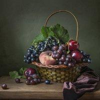 Корзина с фруктами. :: Людмила Костюченко