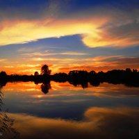 Закат с зеркальным отражением... :: Антонина Гугаева