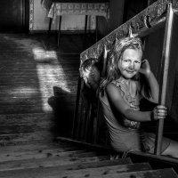 И зайчик солнечный ложился вдоль перил :: Ирина Данилова