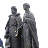Памятник Петру и Февронии :: Наиля