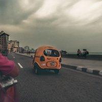 Катаясь по вечернему Малекону...Гавана,Куба! :: Александр Вивчарик