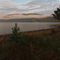 Утренние сумерки на большой реке... :: Александр Попов