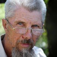 Портрет мужчины в очках. :: Аnatoly Polyakov