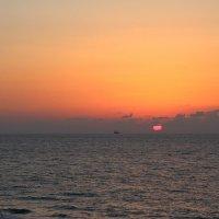 Закат в багровых тонах :: Лев Аронс