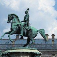 Памятник царю Николаю I был открыт 25 июля 1859 года, вскоре после смерти государя, на Исаакиевской :: Наталья