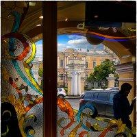 My magic Petersburg_02135 Витрина Гостиного двора с видом на фасад Воронцовского дворца :: Станислав Лебединский