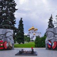 Cобор и Вечный огонь в Ярославле :: Сергей Тагиров
