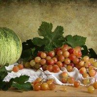 Натюрморт с виноградом и дыней :: Елена Чаусова