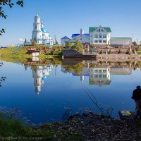 Рыбак на озере :: Алексей Белик
