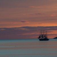 в дальнем синем море.... :: Борис Швец