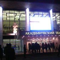 Театр уж полон... :: Галина