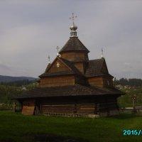 Деревянный   храм  в   Ворохте :: Андрей  Васильевич Коляскин
