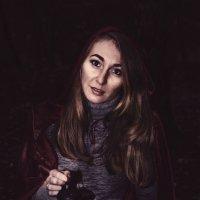 Красная шапочка в ночи) :: Anna Enikeeva
