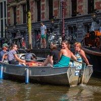 Отдых на воде. Каналы Амстердама :: Witalij Loewin