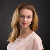 Девушка в розовом :: Анатолий Тимофеев